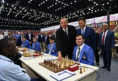 The President of Azerbaijan Ilham Aliyev makes the first move at the Baku Olympiad in the game Shaharyar Mamedyarov versus Rodwell Makoto.