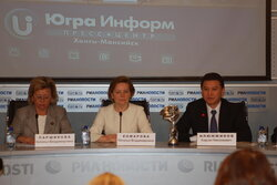 Natalia Parshikova, Deputy Minister of Sprots of Russian Federation, Natalia Komarova, Governor of Khanty-Mansi AO — Ugra, Kirsan Ilyumzhinov, the President of International Chess Federation