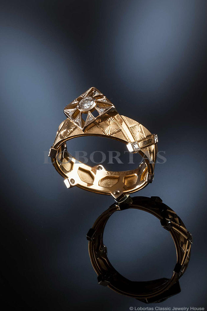 diamond-gold-ring-14032701-3.jpg